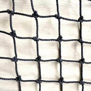 Knotted Twisted Black PE Nets