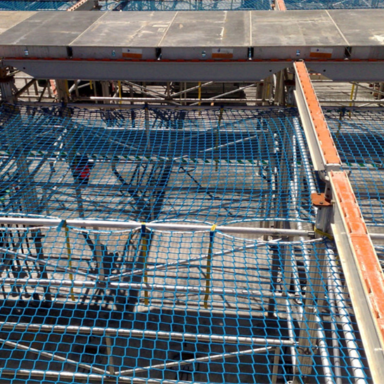 Construction safety net for scaffolding