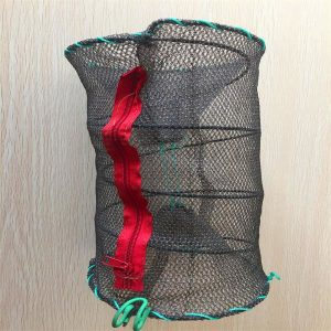 Knotless fish trap with plastic zip
